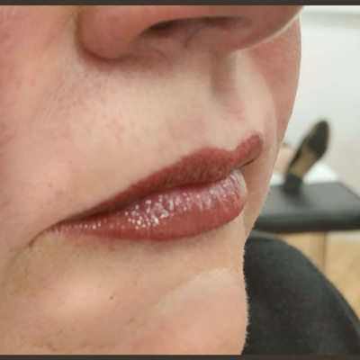 Brown circle including image of lips